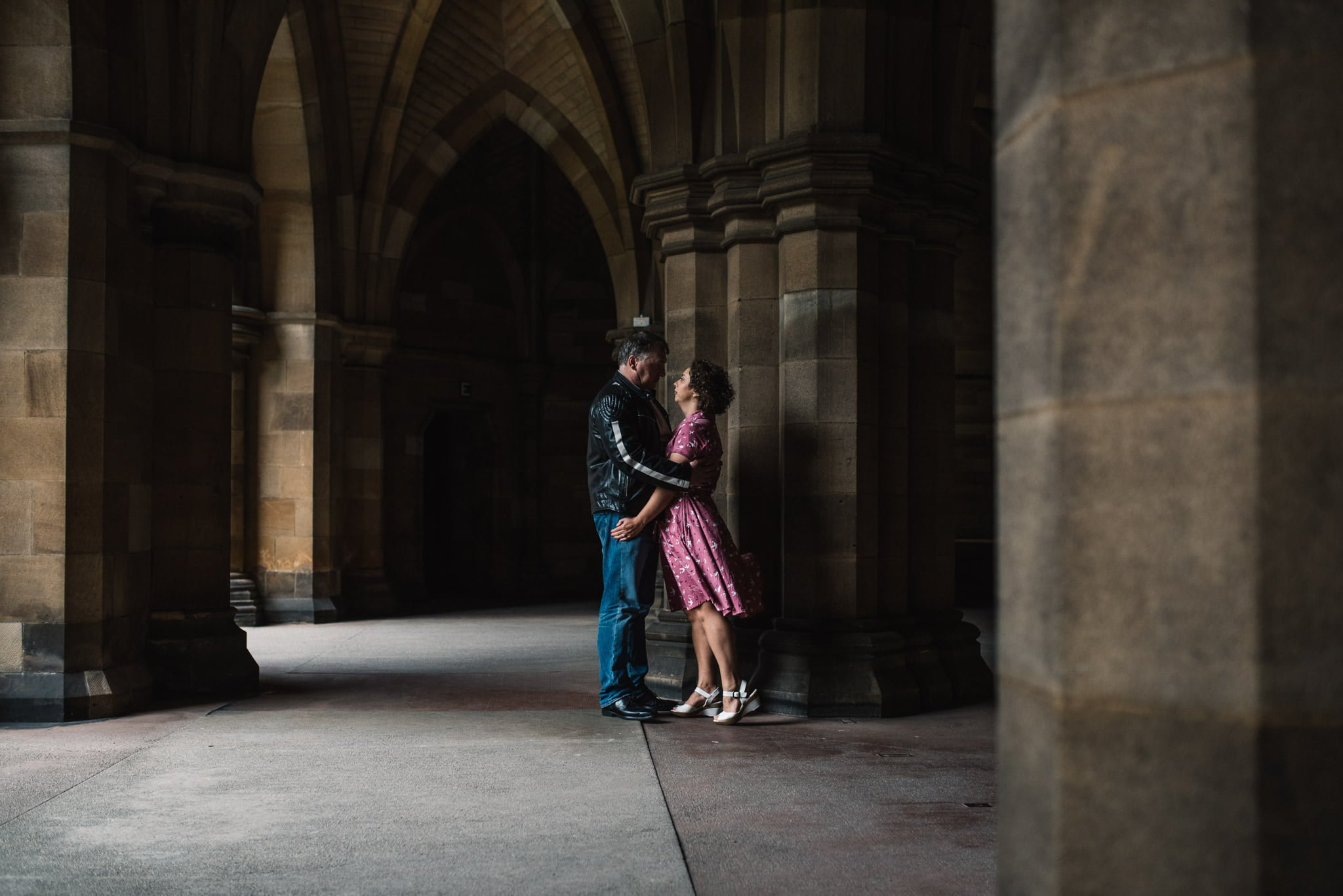 couple at glasgow university cloisters