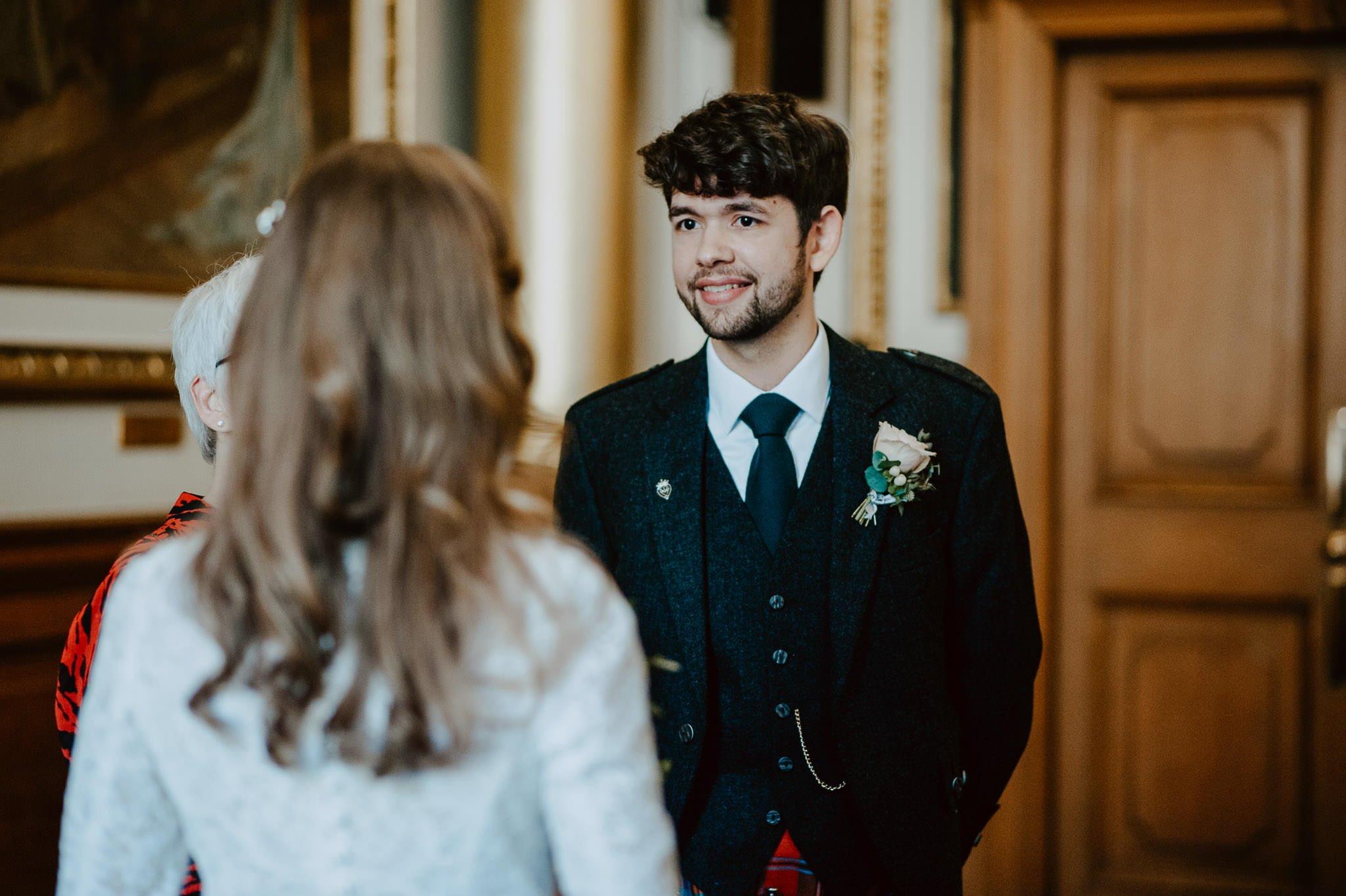 A Charming Edinburgh City Chambers Wedding 15